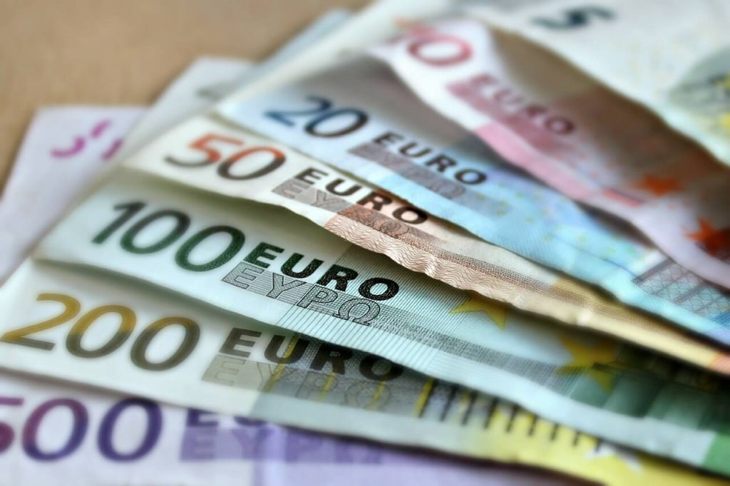 buying euro at airport 1024x682 - Buying Euros at the airport? Check the euro exchange rate today