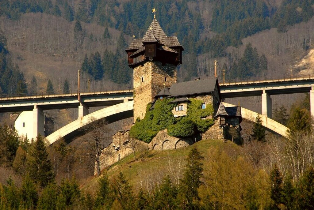 Falkenstein Castle 1 1024x686 - A Complete Guide to the Alpe-Adria Trail